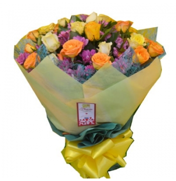 12 Yellow Roses Bouquet with Seasonal Flower