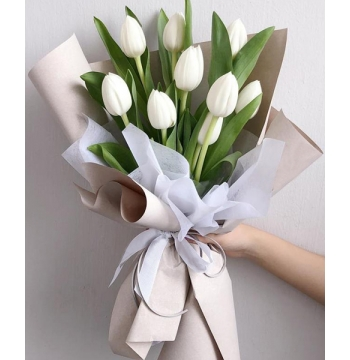 9 Pcs White Tulips in a Bouquet​