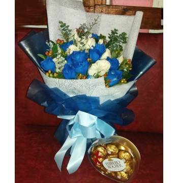 24 White and Blue Roses with Chocolates Box